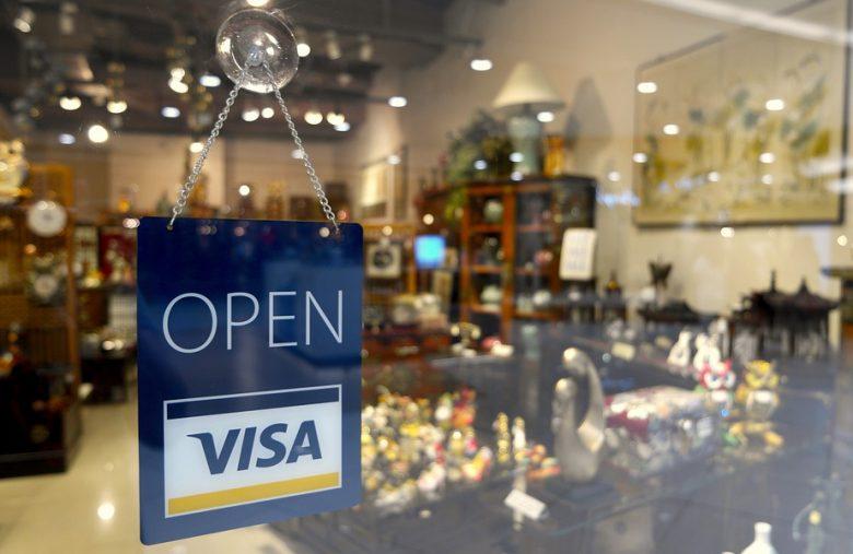 Coinbase lance une carte Visa pour les clients Britanniques