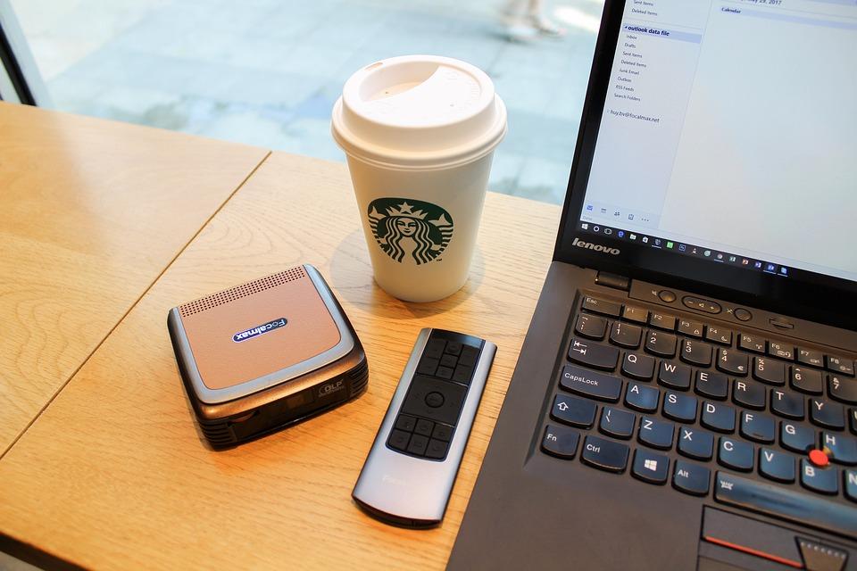 Starbucks et d'autres commerces acceptent les paiements par cryptomonnaie avec l'application Flexa Spedn