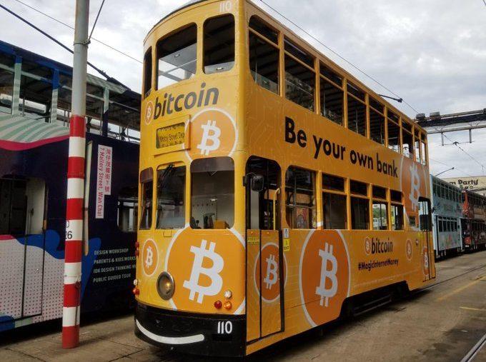 Les tramways de Hong Kong aux couleurs et logo de Bitcoin BTC