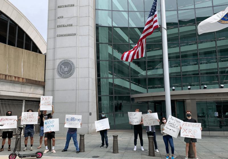 Procès Ripple des détenteurs de jetons XRP manifestent devant les locaux de la SEC