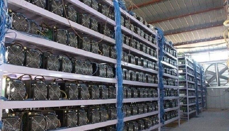 Les autorités iraniennes saisissent 7000 machines de minage Bitcoin