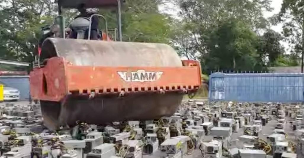 Plus de 1000 machines de minage Bitcoin ont été détruites par la police malaisienne